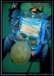 My wife in the Jelly Fish Lake of Palau... Que du bonheur... by Michel Lonfat 